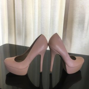 Olsenboye Ladies High-heel Pump.